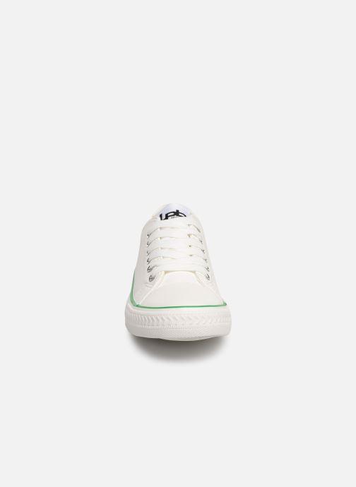 Sneaker Les P'tites Bombes ANGY weiß schuhe getragen