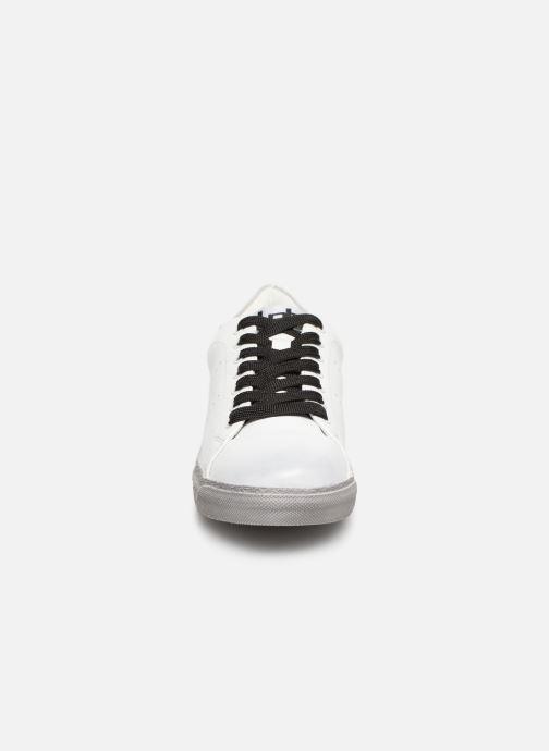 Sneaker Les P'tites Bombes DAISY weiß schuhe getragen