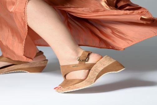 Sandales et nu-pieds Les P'tites Bombes JACINTHE Marron vue bas / vue portée sac