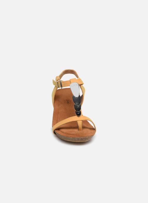 Sandales et nu-pieds Les P'tites Bombes MILA Jaune vue portées chaussures