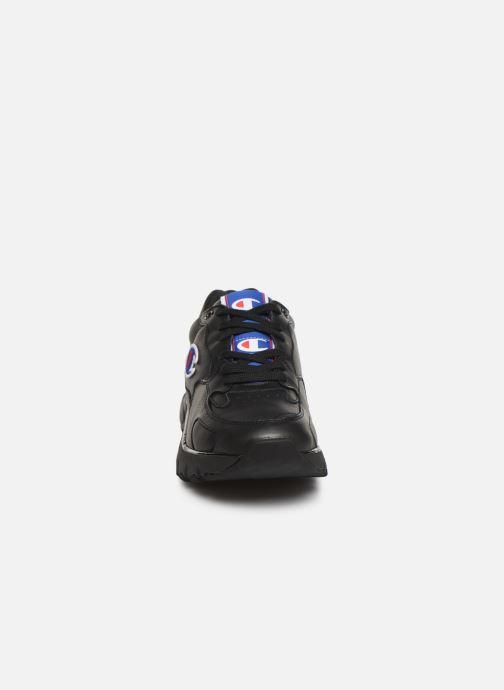 Sneakers Champion Cwa-1 Leather M Nero modello indossato