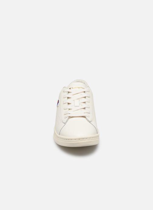Sneakers Champion Court Club P M Bianco modello indossato
