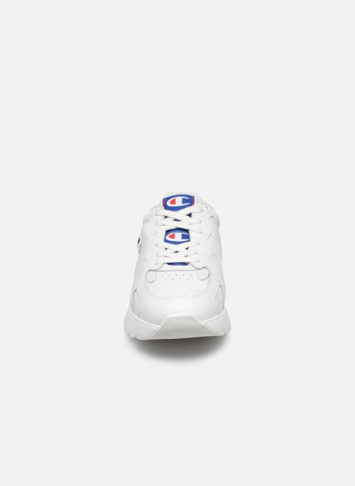 Sneakers Champion Low Cut Shoe CWA-1 Leather Bianco modello indossato