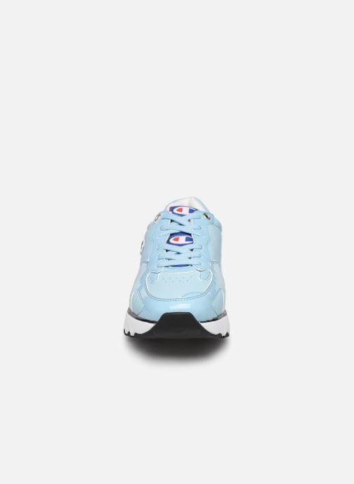 Baskets Champion Cwa-1 Patent Bleu vue portées chaussures