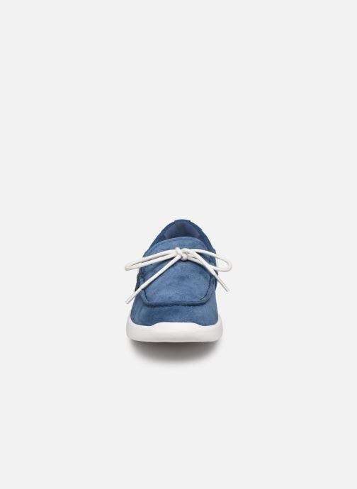 Zapatos con cordones UGG Beach Moc Slip-On K Azul vista del modelo