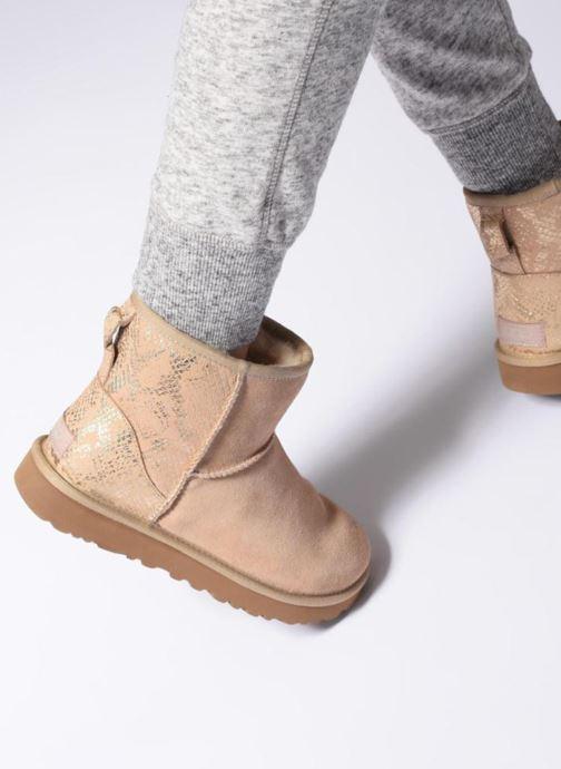 Bottines et boots UGG Classic Mini Metallic Snake Or et bronze vue bas / vue portée sac