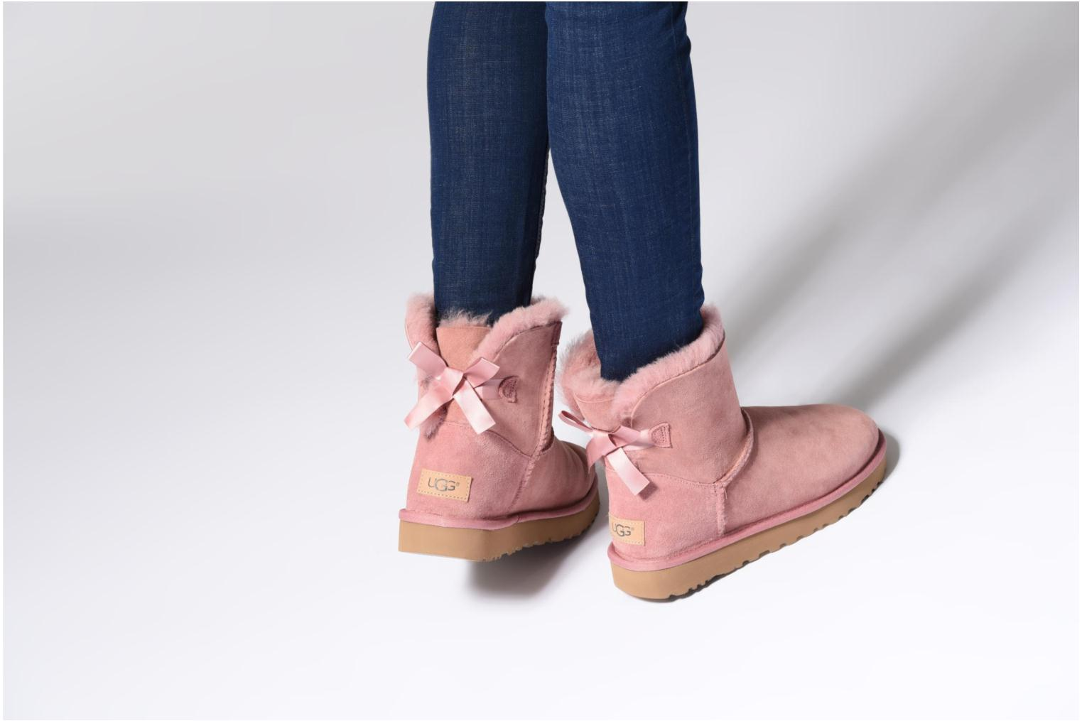 Bottines et boots UGG Mini Bailey Bow II Rose vue bas / vue portée sac