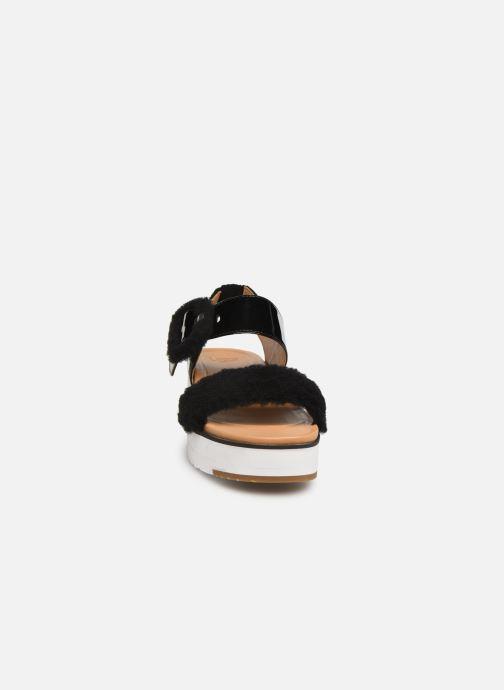Sandalias UGG Le Fluff Negro vista del modelo