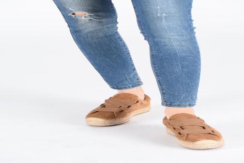 Sneakers UGG Brianna Marrone immagine dal basso