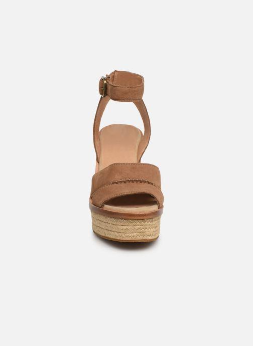 Sandalen UGG Carine braun schuhe getragen