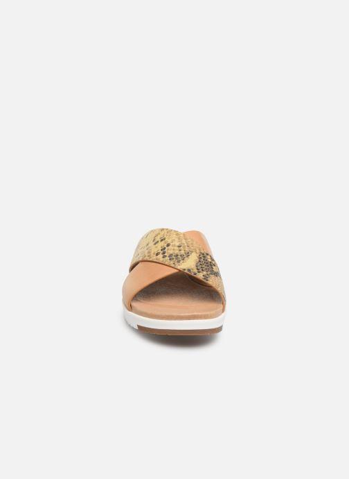 Mules et sabots UGG Kari Exotic Beige vue portées chaussures