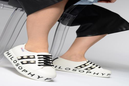 Sneaker Philosophy x Superga Aurora weiß ansicht von unten / tasche getragen