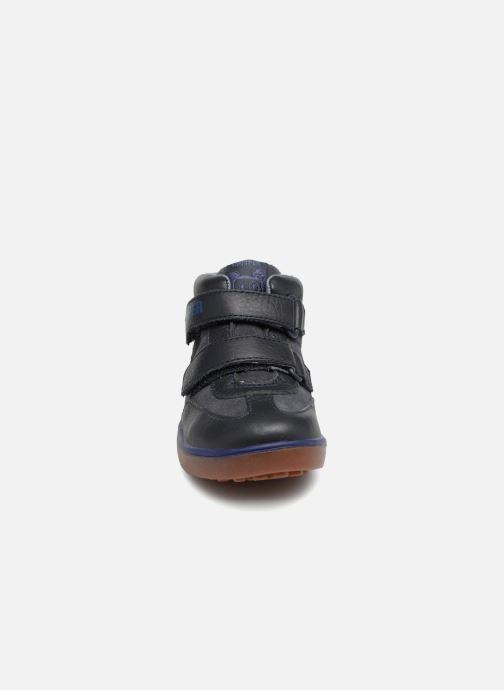 Sneakers Camper Pursuit FW Azzurro modello indossato
