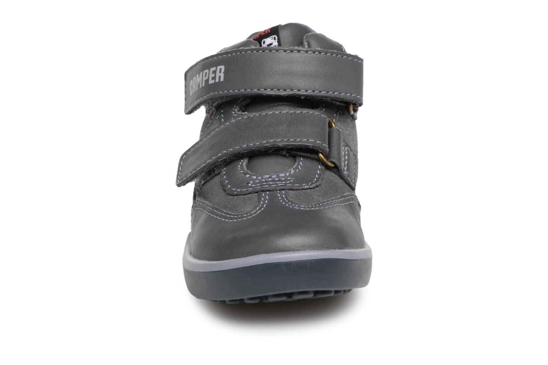 Sneakers Camper Pelotas Persil FW Nero modello indossato