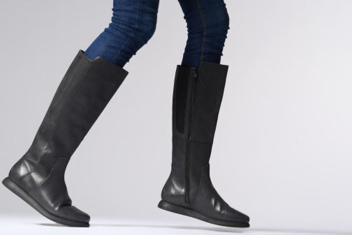 Stiefel Camper Monday K400131 schwarz ansicht von unten / tasche getragen