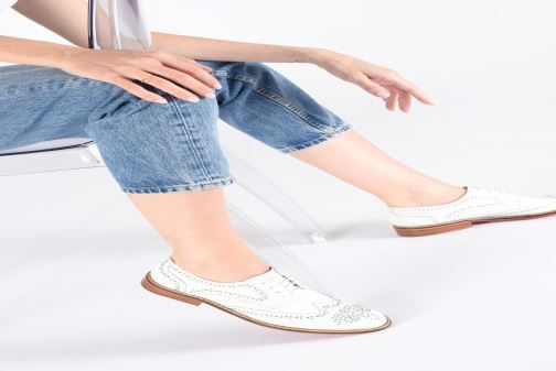 Lace-up shoes Melvin & Hamilton Sandy 1 White view from underneath / model view