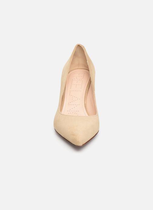 Zapatos de tacón Free Lance Jonie 7 Pumps Beige vista del modelo