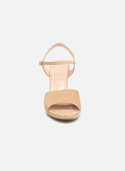 Sandales et nu-pieds Free Lance Hydra 7 Buckle Sandal Beige vue portées chaussures