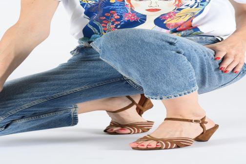 Sandales et nu-pieds Anonymous Copenhagen Kristine Marron vue bas / vue portée sac