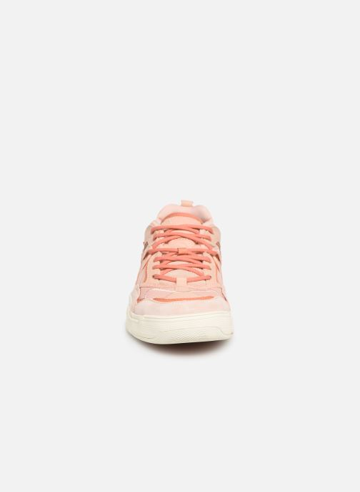 Sneakers Vans Varix WC Rosa modello indossato