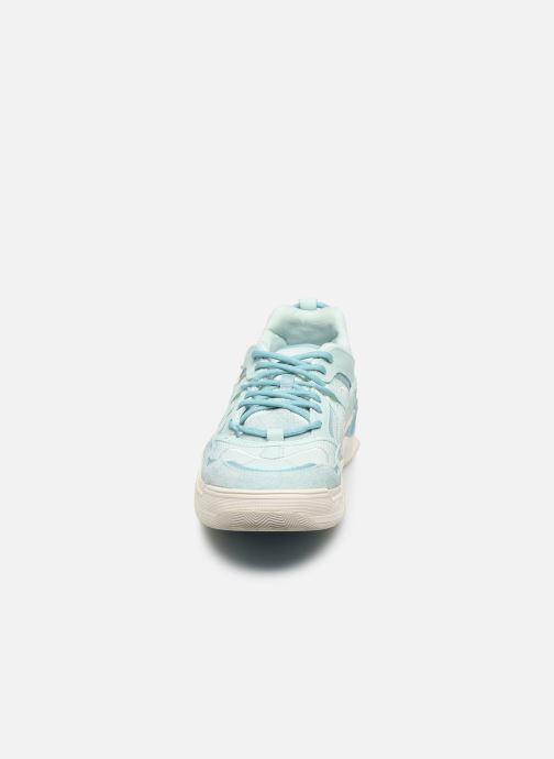 Sneakers Vans Varix WC Azzurro modello indossato