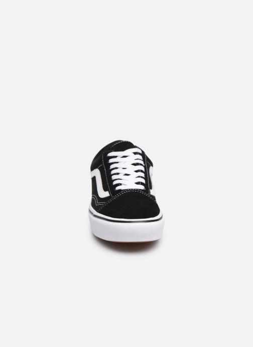 Sneakers Vans Comfy Cush Old Skool W Nero modello indossato
