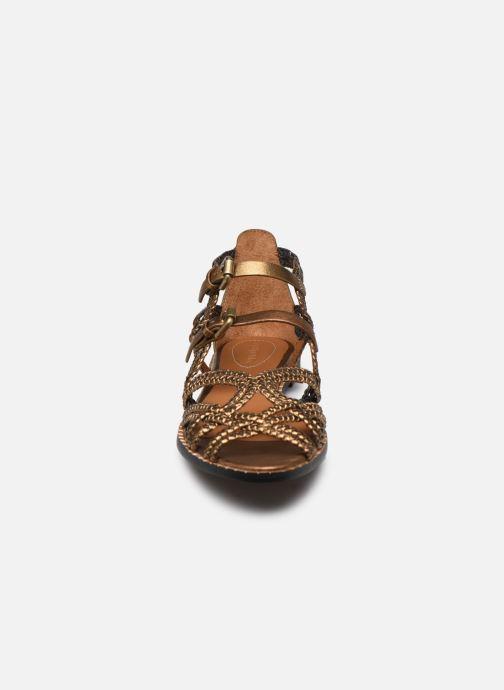 Sandalias See by Chloé Katie I Oro y bronce vista del modelo