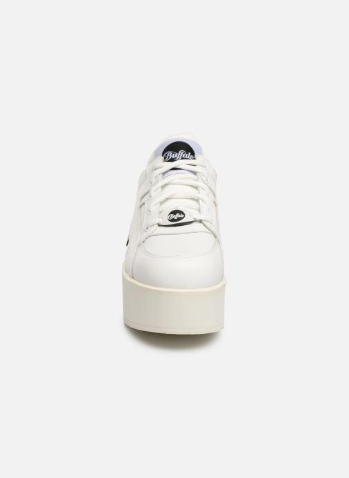 Baskets Buffalo 1330-6 Blanc vue portées chaussures