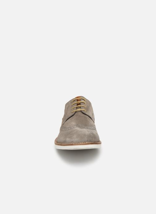 Zapatos con cordones Base London FELIX Gris vista del modelo