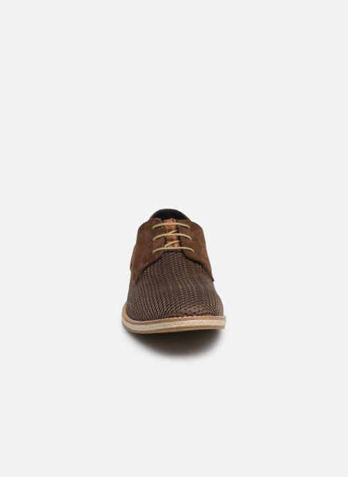 Scarpe con lacci Base London KINCH WEAVE Marrone modello indossato