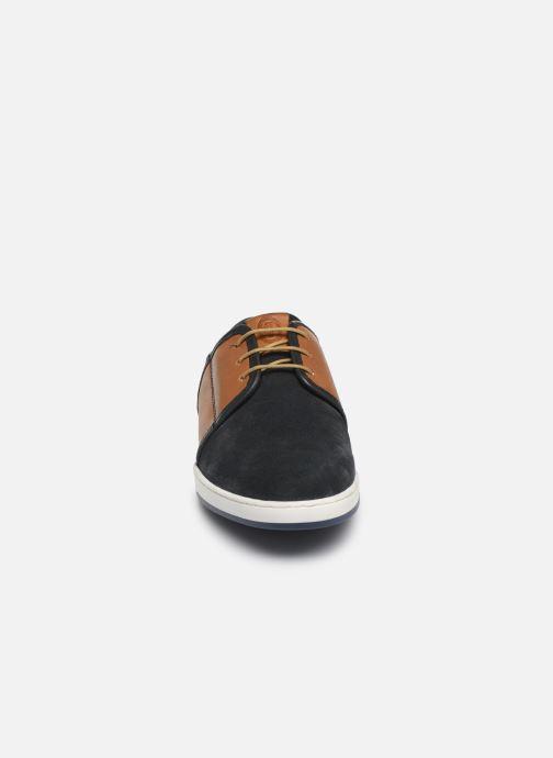 Sneakers Base London JIVE Azzurro modello indossato