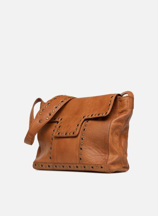 Sacs à main Pieces Kendra Leather Crossbody Marron vue portées chaussures