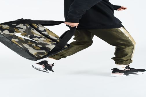 Sacs de sport Nike Nike Brasilia (Small) Training Duffel Bag Vert vue bas / vue portée sac
