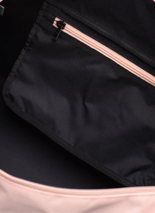 Sporttaschen Nike Women's Training Graphic Club Bag rosa ansicht von hinten