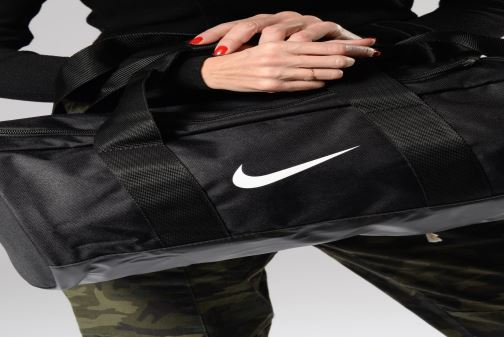 Sporttaschen Nike Nike Team  Sac en toile de training schwarz ansicht von unten / tasche getragen