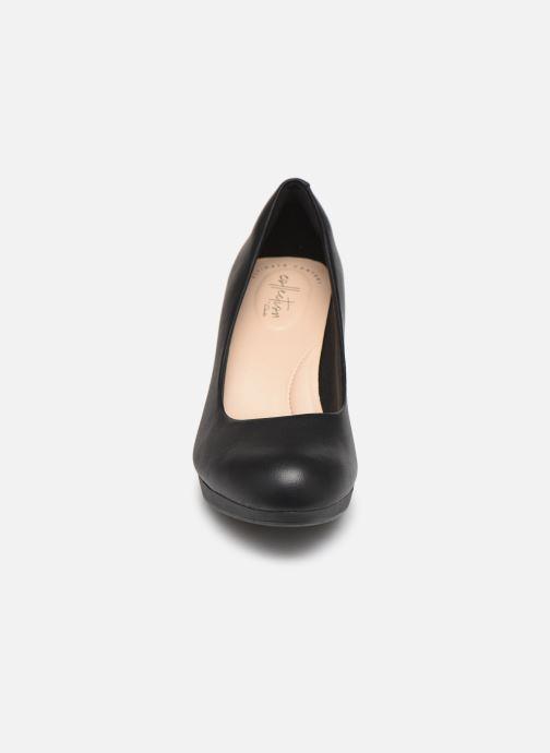 Høje hæle Clarks Adriel Viola Sort se skoene på