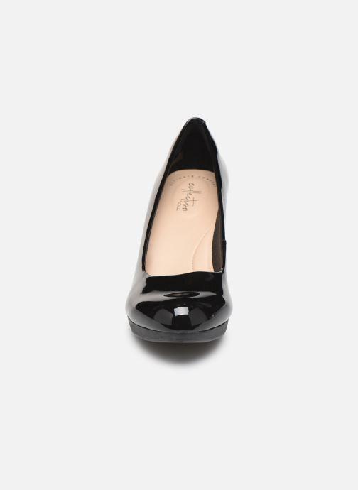 Zapatos de tacón Clarks Adriel Viola Negro vista del modelo