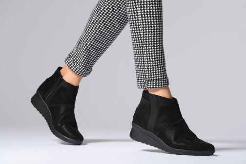 83f7514cdeb2 Ankle boots Clarks Caddell Sloane Black view from underneath   model view
