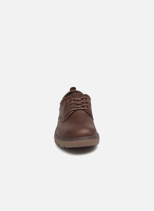 Chaussures à lacets Clarks Unstructured Un Map Lo GTX Marron vue portées chaussures