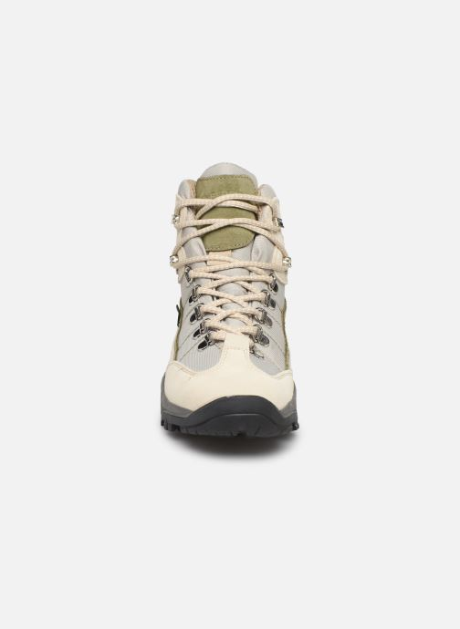 Zapatillas de deporte Kimberfeel Denali W Beige vista del modelo