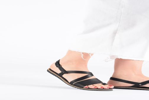Sandales et nu-pieds Sorel Ella Criss Cross Noir vue bas / vue portée sac