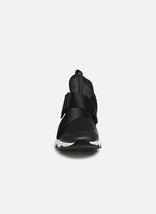 Sneakers Sorel Kinetic Sneak Nero modello indossato