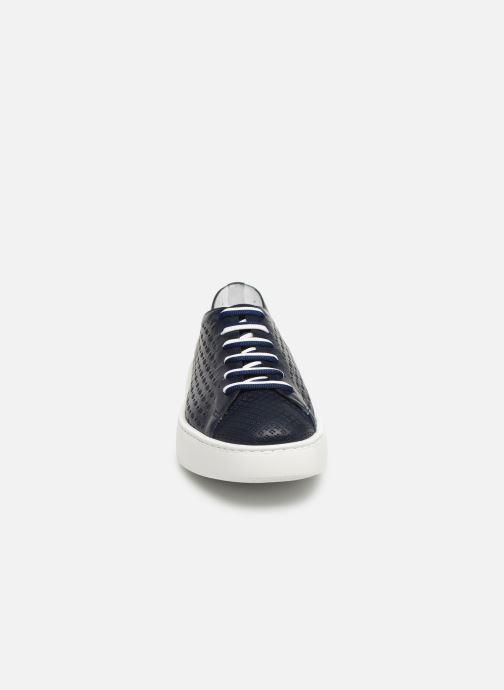 Sneakers Fratelli Rossetti Fiore Azzurro modello indossato