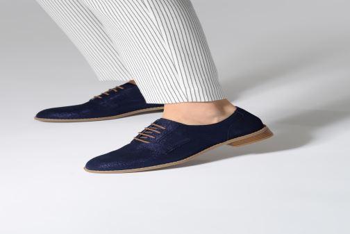 Chaussures à lacets Damart Albane Marron vue bas / vue portée sac
