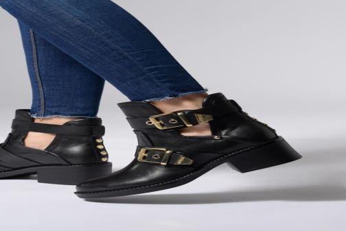 Bottines et boots Guess FONZIE Noir vue bas / vue portée sac