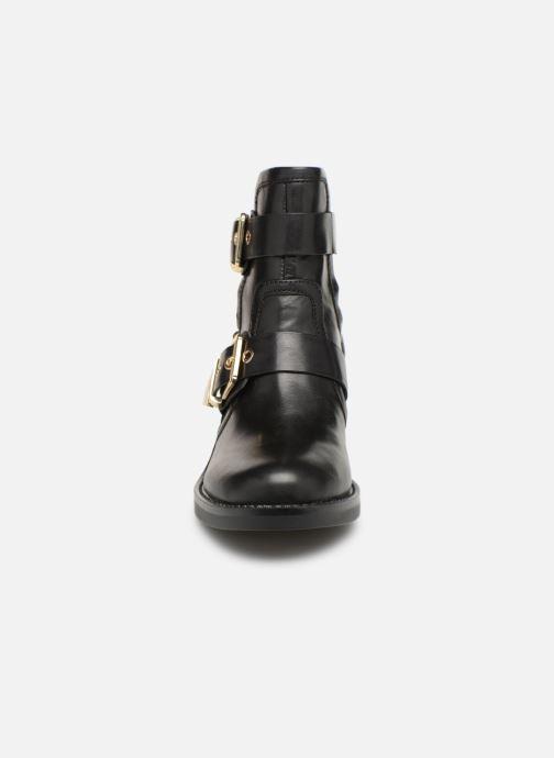 Bottines et boots Guess FONZIE Noir vue portées chaussures