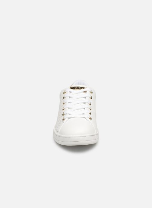 Baskets Guess CARTERR2 Blanc vue portées chaussures