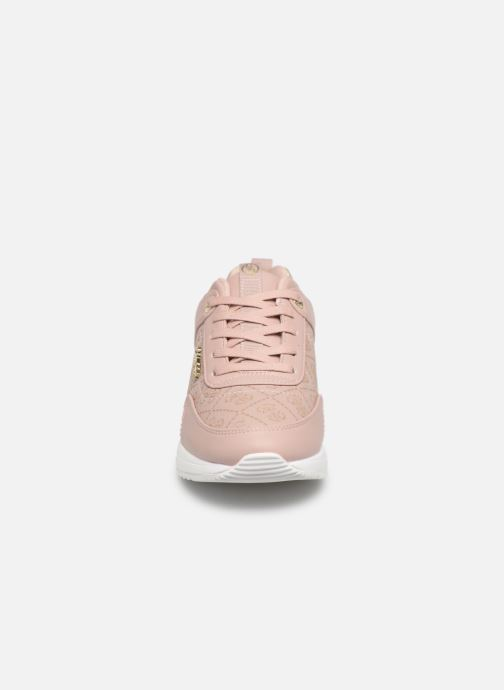 Sneaker Guess MARLYN beige schuhe getragen