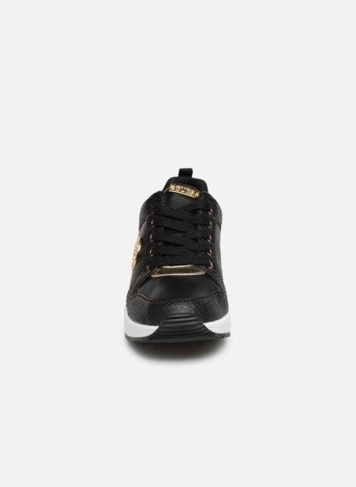 Baskets Guess JARYD2 Noir vue portées chaussures