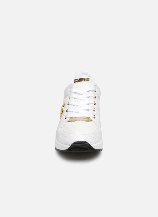 Sneaker Guess JARYD2 weiß schuhe getragen